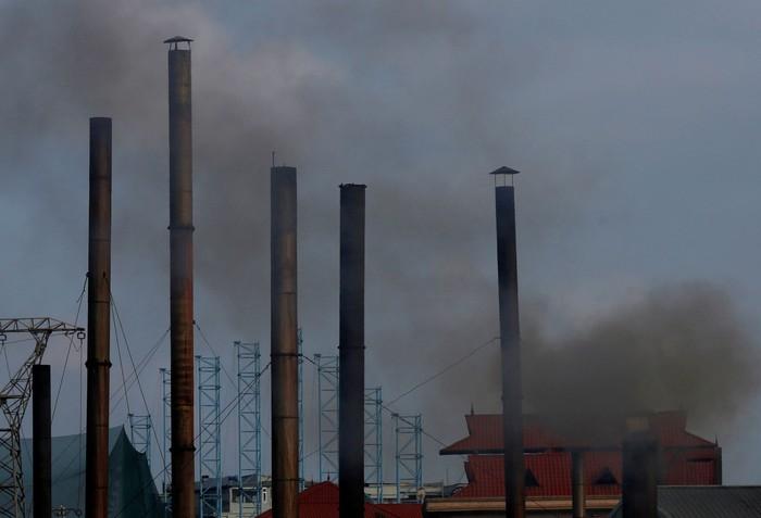 Polusi udara menjadi persoalan kritis bagi masyarakat dunia. Asap kendaraan bermotor dan limbah udara dari pabrik industri membuat udara bersih menjadi tercemar. Nguyen Huy Kham/Reuters.