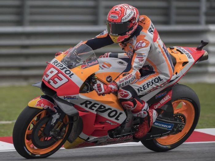 Aksi Marc Marquez di sesi latihan bebas MotoGP Malaysia, Jumat (2/11/2018). (Foto: Mirco Lazzari gp/Getty Images)