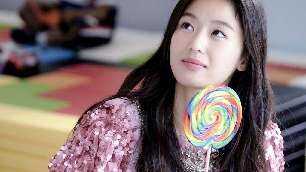 Duh, Pose Jun Ji-hyun Saat Kulineran Ini Bikin Gagal Fokus