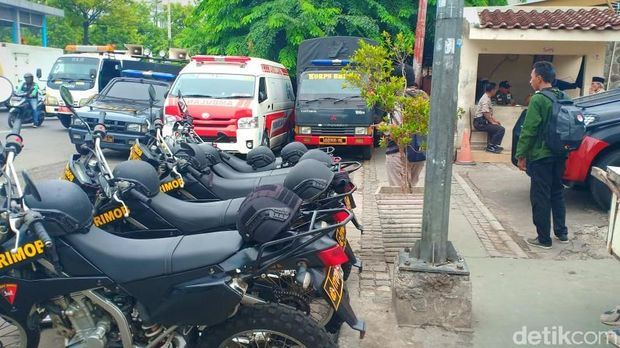 Markas GP Ansor dijaga polisi, Jumat (2/11/2018)