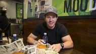 Punya Tubuh Atletis, Aktor Mark Wahlberg Punya Hobi Makan Burger dan Kentang