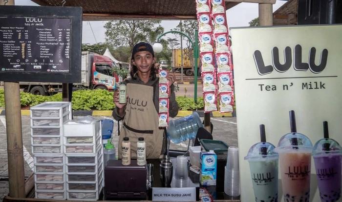 Bazar pangan UMKM yang menghadirkan pelaku usaha kuliner makanan dan minuman digelar di rest area KM 72 Tol Cipularang.