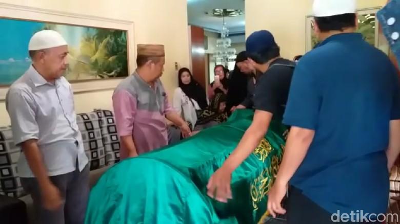 Foto: Haru di Pemakaman Syachrul yang Gugur saat Cari Lion Air