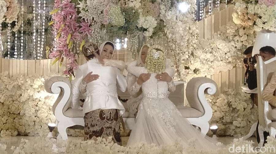 Potret Bahagia Melody Eks JKT48 Tukar Cincin dan Sungkeman Usai Nikah