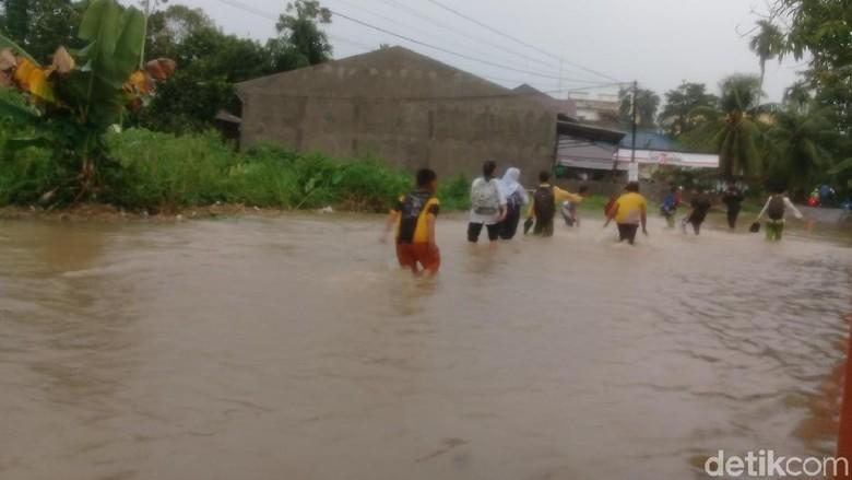Hujan Lebat, 8 Kecamatan di Kota Jambi Terendam Banjir