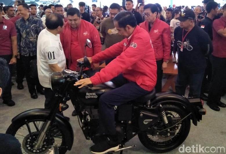 Saat Jokowi Tunggangi Motor di IMOS 2018 Foto: Ruly Kurniawan