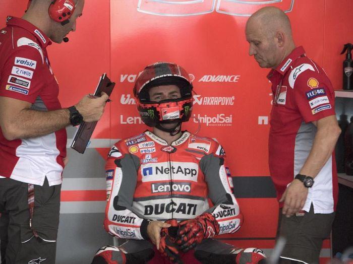 Jorge Lorenzo mundur dari MotoGP Malaysia. (Foto: Mirco Lazzari gp/Getty Images)