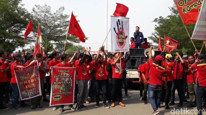 Demo buruh di Brebes, Sabtu (3/11/2018).