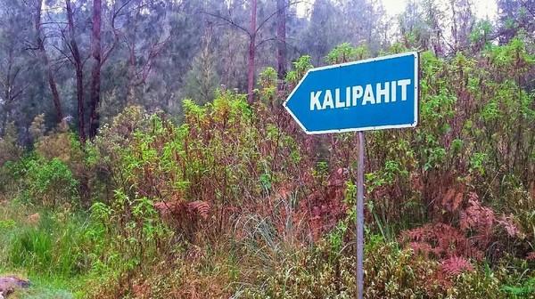 Dalam bahasa Jawa, Kalipait artinya sungai pahit. Sungai yang bersumber dari kawah berair asam terbesar di dunia ini sama sekali tak tercampur air tawar.