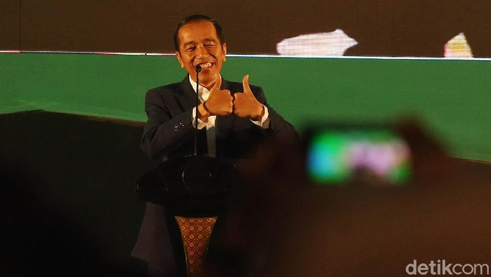 Capres petahana Joko Widodo (Jokowi) menghadiri deklarasi Relawan Pengusaha Muda Nasional (Repnas) untuk Jokowi-Maruf Amin, di Hotel Fairmont Jakarta.