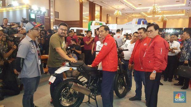 Saat Jokowi Kesengsem Motor Seharga Rp 800 Juta