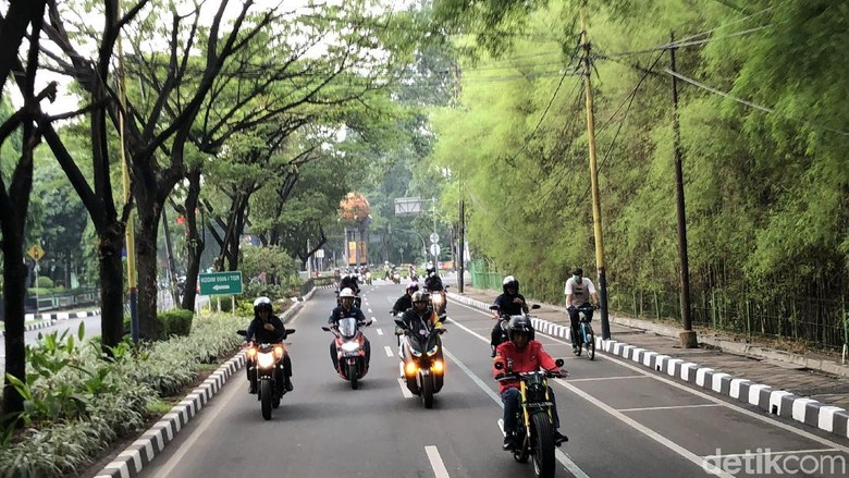 Jokowi saat touring naik motor Foto: Ray Jordan/detikcom