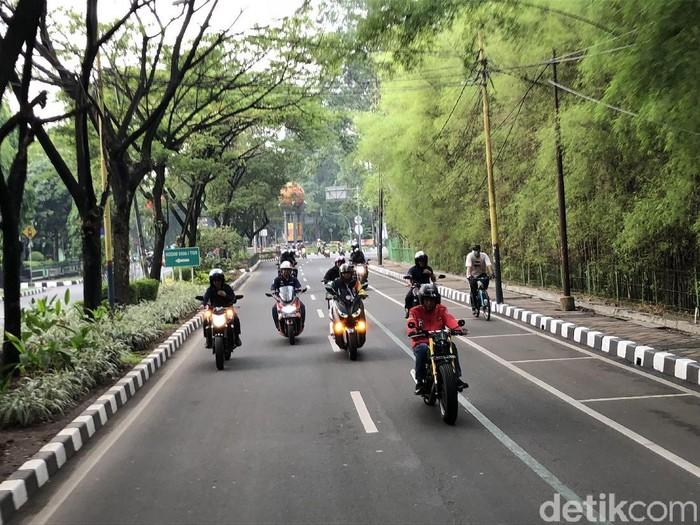 Jokowi tidak menyalakan lampu tapi tidak ditilang (ray jordan/detikcom)
