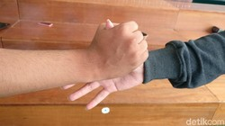 Menurut studi yang dipublikasi di jurnal Personality and Social Psychology, orang-orang bisa mulai menebak kepribadian kamu dari gaya jabat tangan.