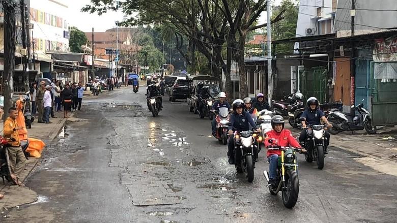 Awali Kegiatan, Jokowi Naik Motor ke Pasar