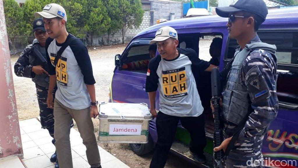 Suasana Penukaran Uang di Pulau Terluar Maluku