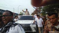 Prabowo Hadiri Haul Mbah Priok, Warga Antusias