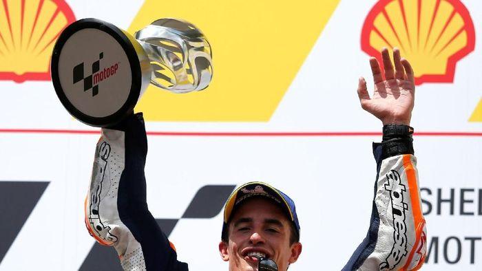 Marc Marquez merayakan gelar juaranya di Cervera. (Dok. Foto: Reuters)