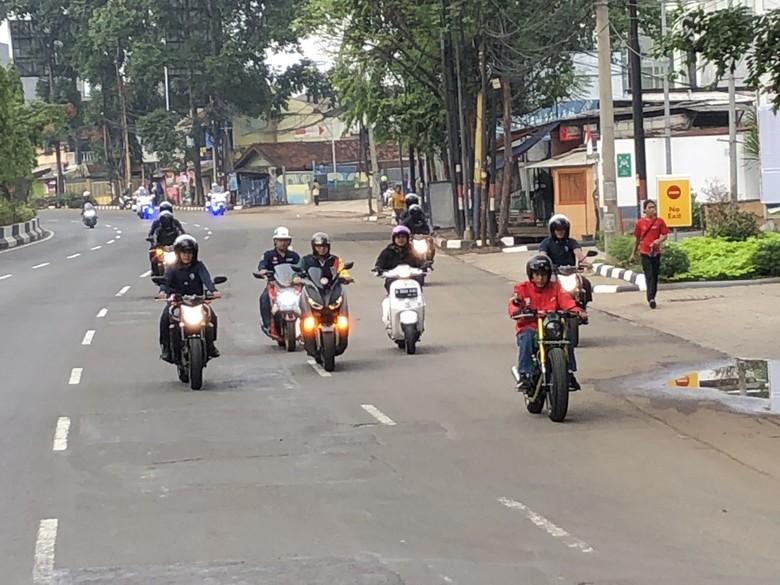 Jokowi saat naik motor ke Pasar Anyar. Foto: Ray Jordan/ detikcom