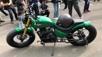 Motor ini merupakan hasil modifikasi garapan bengkel Katros Garage. Foto: Ray Jordan