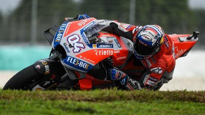 Andrea Dovizioso membidik kemenangan di MotoGP Malaysia. (Foto: Mohd Rasfan/ AFP)