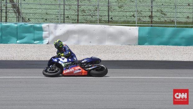 Kesalahan Valentino Rossi membuat Andrea Dovizioso mengunci posisi runner up MotoGP 2018.