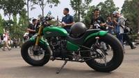 Warna hijau dipilih Jokowi agar tidak terlalu terkesan politik. Jokowi menolak warna merah pada motor terbarunya agar tidak merepresentasikan partai yang dinaunginya. Foto: Ray Jordan