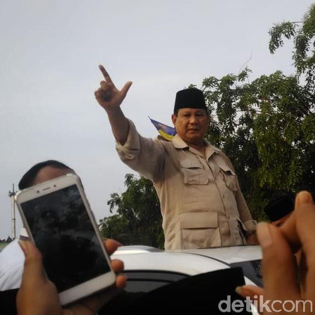 Prabowo Bantah Bakal Menaikkan Gaji Guru Rp 20 Juta