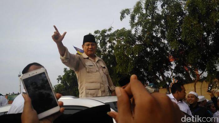 Foto: Prabowo hadiri Haul Mbah Priuk. (Adhi Indra Prasetya/detikcom)