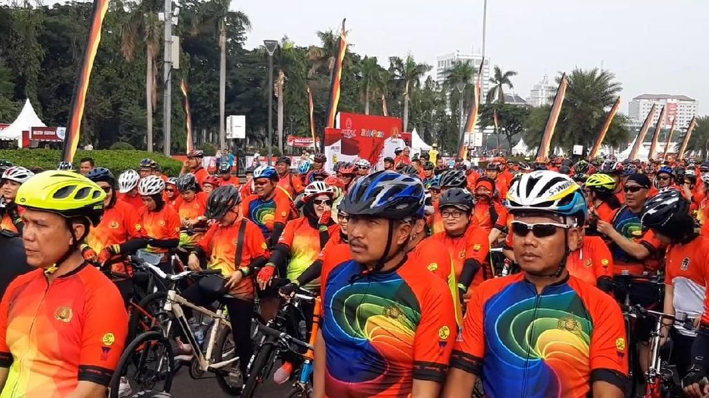TNI-Polri Gowes Bareng Kampanyekan Pemilu Damai