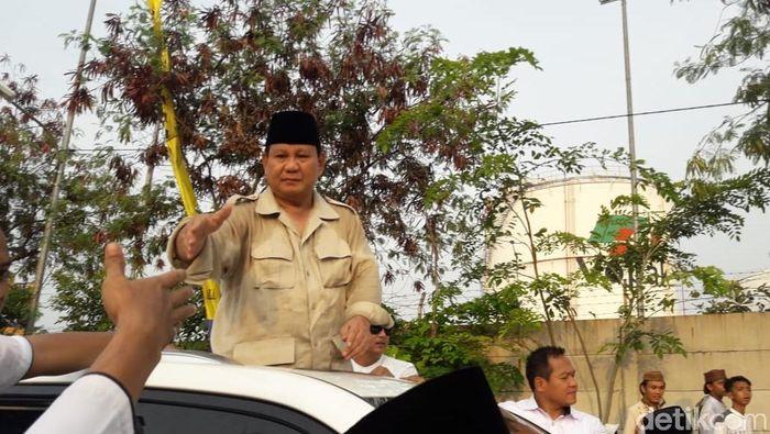 Foto: Prabowo hadiri Haul Mbah Priuk. (Isal Mawardi/detikcom)