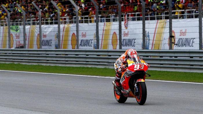 Marc Marquez mengaku tak akan bisa 100 persen di tes MotoGP Sepang. Foto: Lai Seng Sin/Reuters