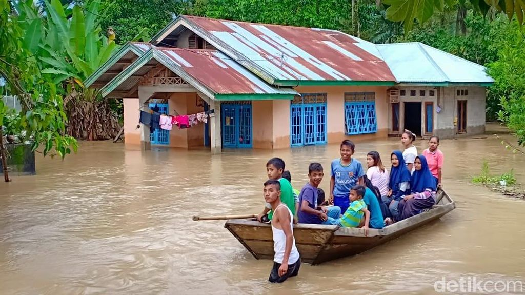 8 Kabupaten/Kota di Sumbar Kena Banjir, Padang Tanggap Darurat