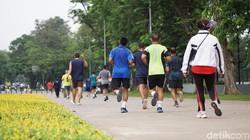 Salah satu lokasi asyik untuk olahraga adalah Lapangan Banteng, Jakarta Pusat. Senin pagi (5/11/2018), lapangan ini tetap dikunjungi warga yang ingin olahraga.