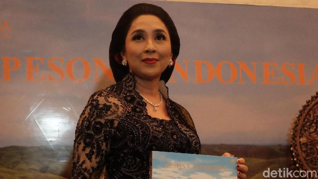 Riset dari Sabang hingga Merauke, Anita Tanjung Rilis Buku Pesona Indonesia