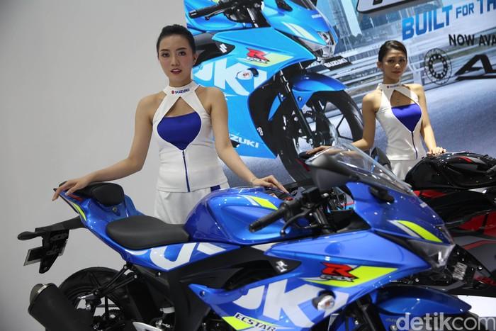 Pameran otomotif roda dua terbesar di Indonesia atau IMOS 2018 semakin lengkap dengan penampilan para pemanis. Salah satunya dari Suzuki Angels.