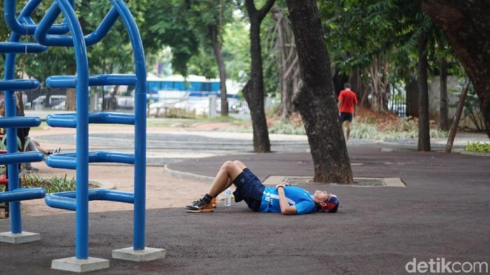 Warga beraktivitas di Lapangan Banteng, Jakarta Pusat (Foto: Annissa Widya Davita/detikHealth)
