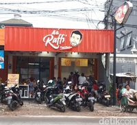 AA' Raffi: Nyobain Fried Chicken Geprek dan Saus Pizza Ala Raffi Ahmad