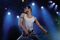 Rami Malek saat berperan menjadi Freddie Mercury, di mana ia dituntut untuk 'kurus namun energik'.