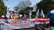 Massa Buruh Datangi Kantor Bupati Semarang, Tuntut UMK Rp 2,49 Juta