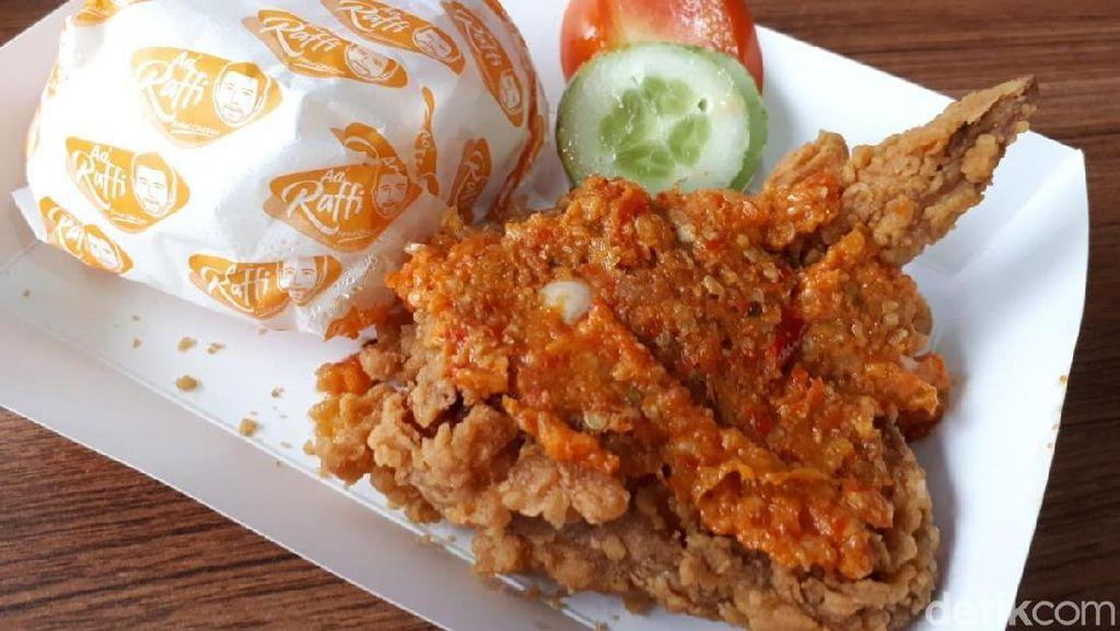 Raffi Ahmad Jualan Fried Chicken, Enak Nggak Ya?