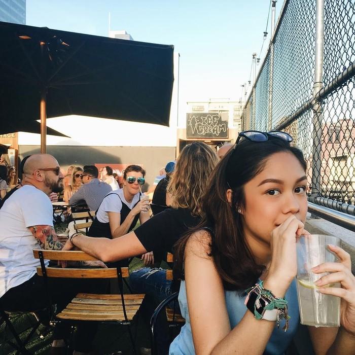 Athena Thalia lahir pada 26 Agustus 1997. Meski baru berusia 21 tahun, ia sudah menjelma sebagai selebgram sekaligus sosialita muda. Foto: Instagram athenathalia