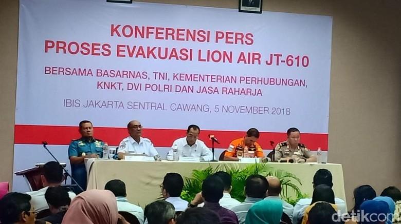 Kabasarnas Menangis, Pastikan Prioritas Mencari Korban Lion Air