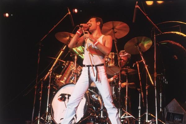Lewat filmnya juga, kita mengenal Freddie Mercury. Dijelaskan dia bernama asli Farrokh Bulsara dan lahir di Stone Town pada 5 September 1946 (Getty Images)