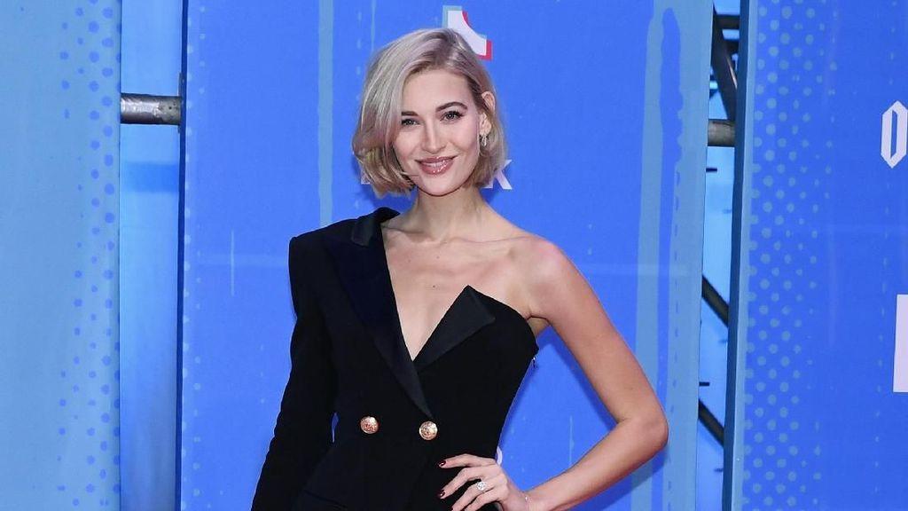 Tampil Maksimal, Ini Deretan Seleb Berbusana Terbaik di MTV EMA 2018