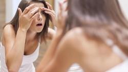 Stres tidak selalu harus dihindari, hanya perlu dikelola agar tidak berlebihan dan jadi penyakit. Kenali gejalanya dari tanda-tanda yang muncul di wajah.