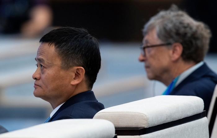 Jack Ma dan Bill Gates berjumpa di China International Import Expo (Foto: Reuters)
