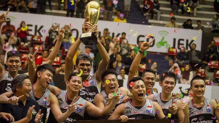 Stapac Jakarta juara IBL 2019 di bawah asuhan Ghibbi. (ANTARA FOTO/Mohammad Ayudha)