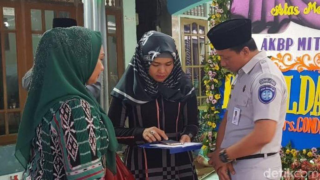 Jasa Raharja dan Lion Air Serahkan Santunan ke Keluarga AKBP Mito