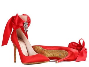 Sepatu Ini Harganya Rp 400 Juta, Apa Istimewanya?